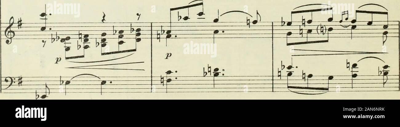 """Madame Butterfly (d'apres John LLong et David Belasco) : drame lyrique en trois actes de MMLIllica et GGiacosa . 4 SOUZOUKI> *lx- """"l-4- bre SHARPLESS cham! (Uem) S jt yy^^l^ffffyjt """" La pauvre _ me!. u 111360 u ? . Yo ! """" (Elle entend du bruit dans le jardin, va regarder audehors par le shosi et pousse onu cri) SOUZOUKI Çfl détonnement 213 f) i j 1 l,i il il 1 i * m (CS PI PINKERTON (falla) * Mais qui nous guet-te du jar_din? U_ne I7 Ï 1 m m ^^5 auvre _ me! *=4 w p^ ^ pE£ ^-ê r? /C MOSSOSOUZOUKI * * Pi M > femme? PINKERTON (va à Souzouki, la ramène à lavant scène,et lui recommande Foto de stock"""
