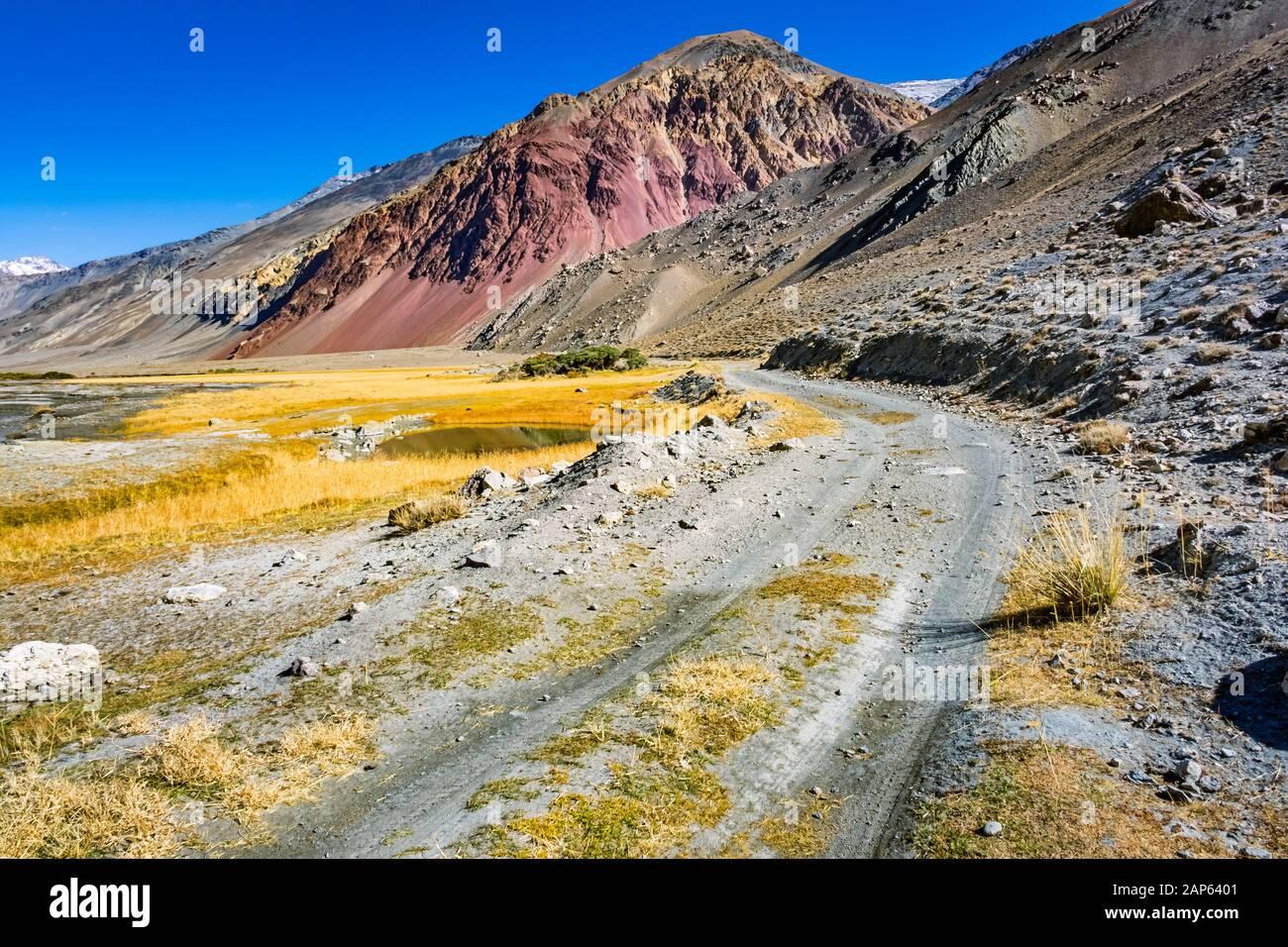Río Bartang y Valle en las Montañas Pamir Tayikistán Foto de stock