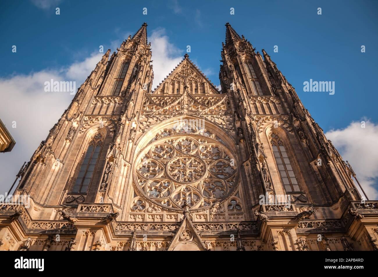 Praga, República Checa 1/5/2020: Catedral De San Vito, Entrada Principal. Foto de stock