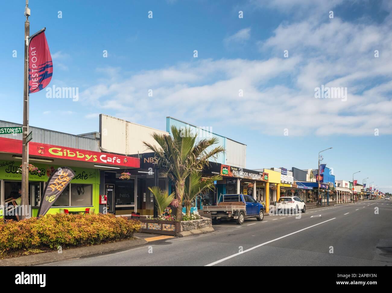 Tiendas En Palmerston Street En Westport, West Coast Region, South Island, Nueva Zelanda Foto de stock