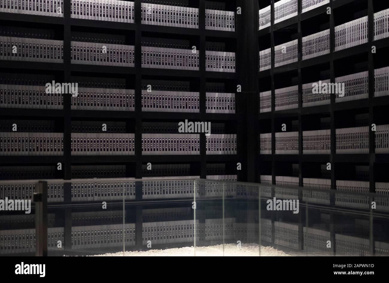 Nanjing / CHINA - 03 2019 DE NOVIEMBRE: Monumento conmemorativo a la masacre de Nanjing, la evidencia de la masacre japonesa, Densos Documentaron miles de expedientes de víctimas. Es para Foto de stock