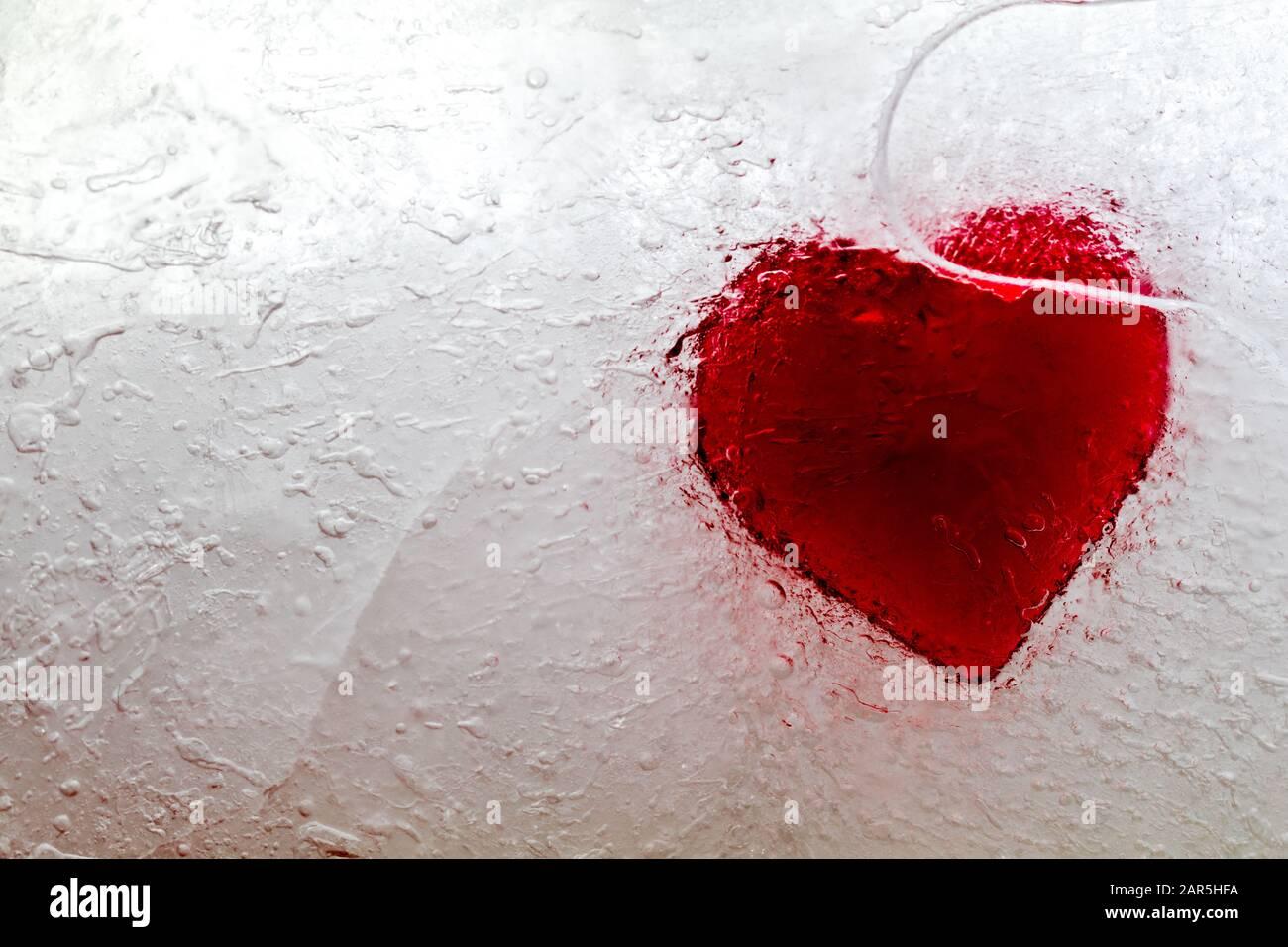 Resumen corazón congelado en hielo concepto de corazón sin amor Foto de stock