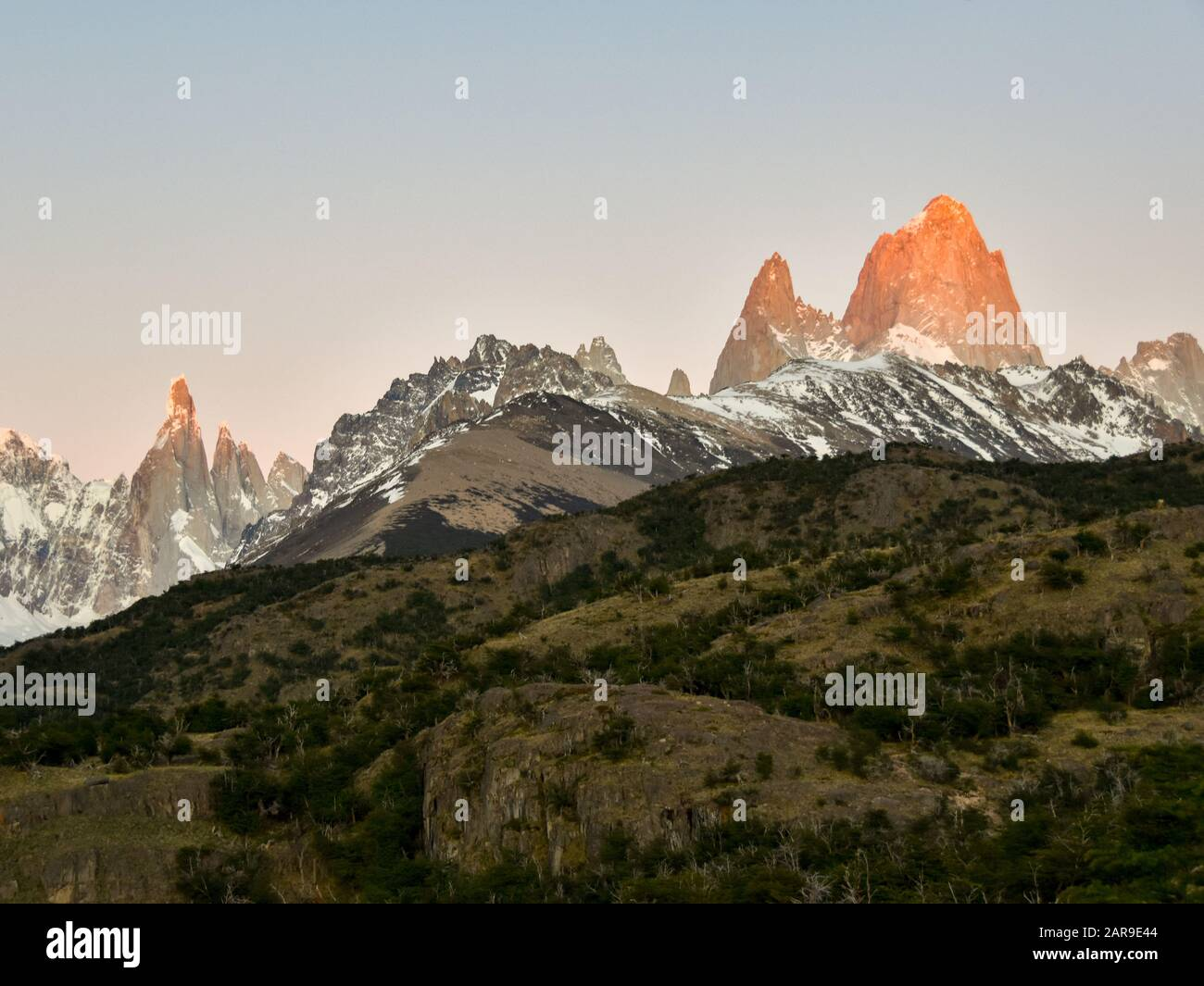 Amanecer en Mt. Fitz Roy y Cerro Torre, patagonia, Argentina Foto de stock