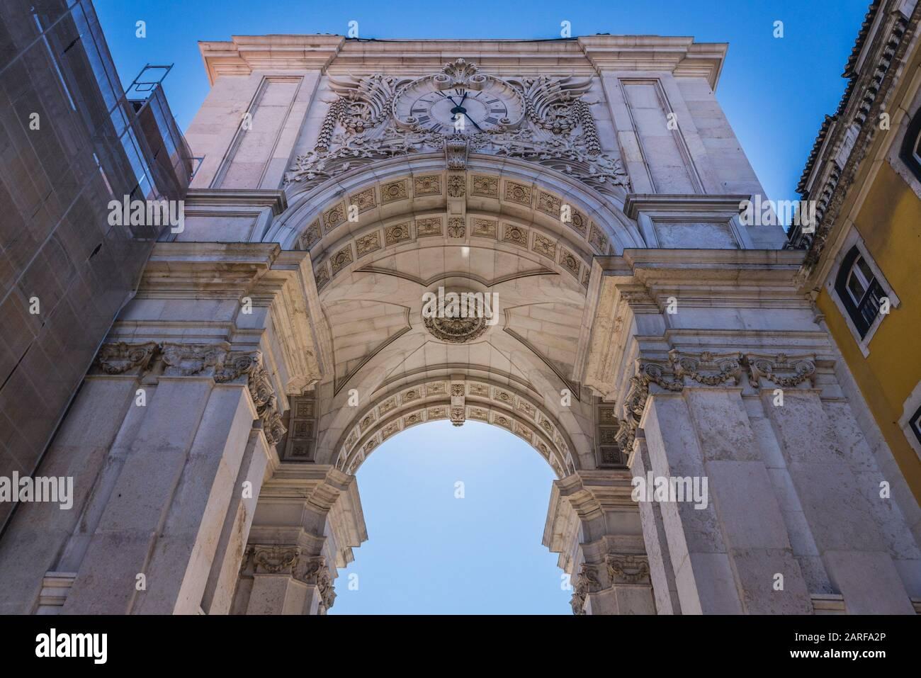 Arco da Rua Augusta - Rua Augusta Arch at Commerce Square en Lisboa, Portugal. Foto de stock