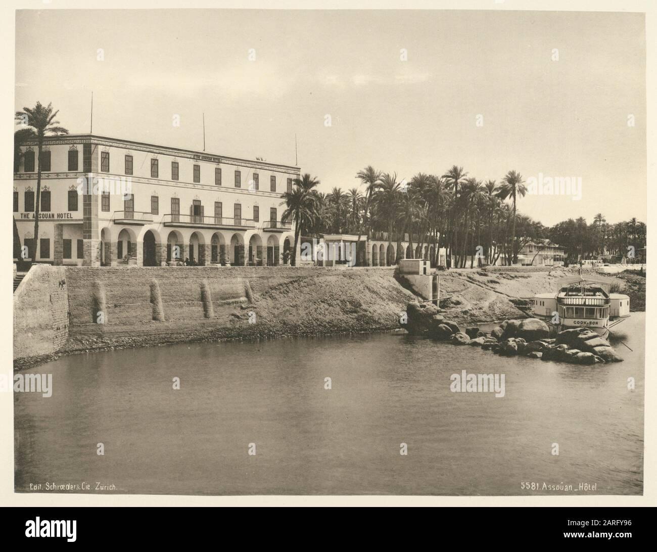 Aswan, hotel. Schroeder & Cie (Printer) Edición Photoglob (Publisher). La vida y los paisajes en Egipto: Estudios en heliotipias extraídos de la naturaleza. Fecha Foto de stock