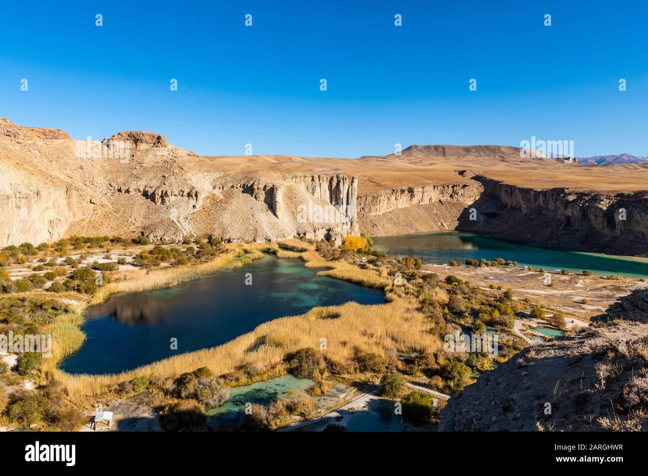 Vista sobre los lagos azules profundos del Parque Nacional Band-E-Amir, Afganistán, Asia Foto de stock