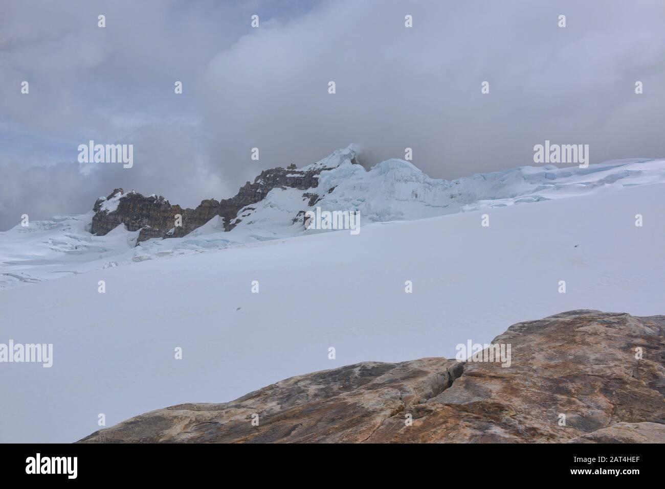 Vista Del Glaciar Ritacuba Y Ritacuba Negra, Parque Nacional El Cocuy, Boyacá, Colombia Foto de stock