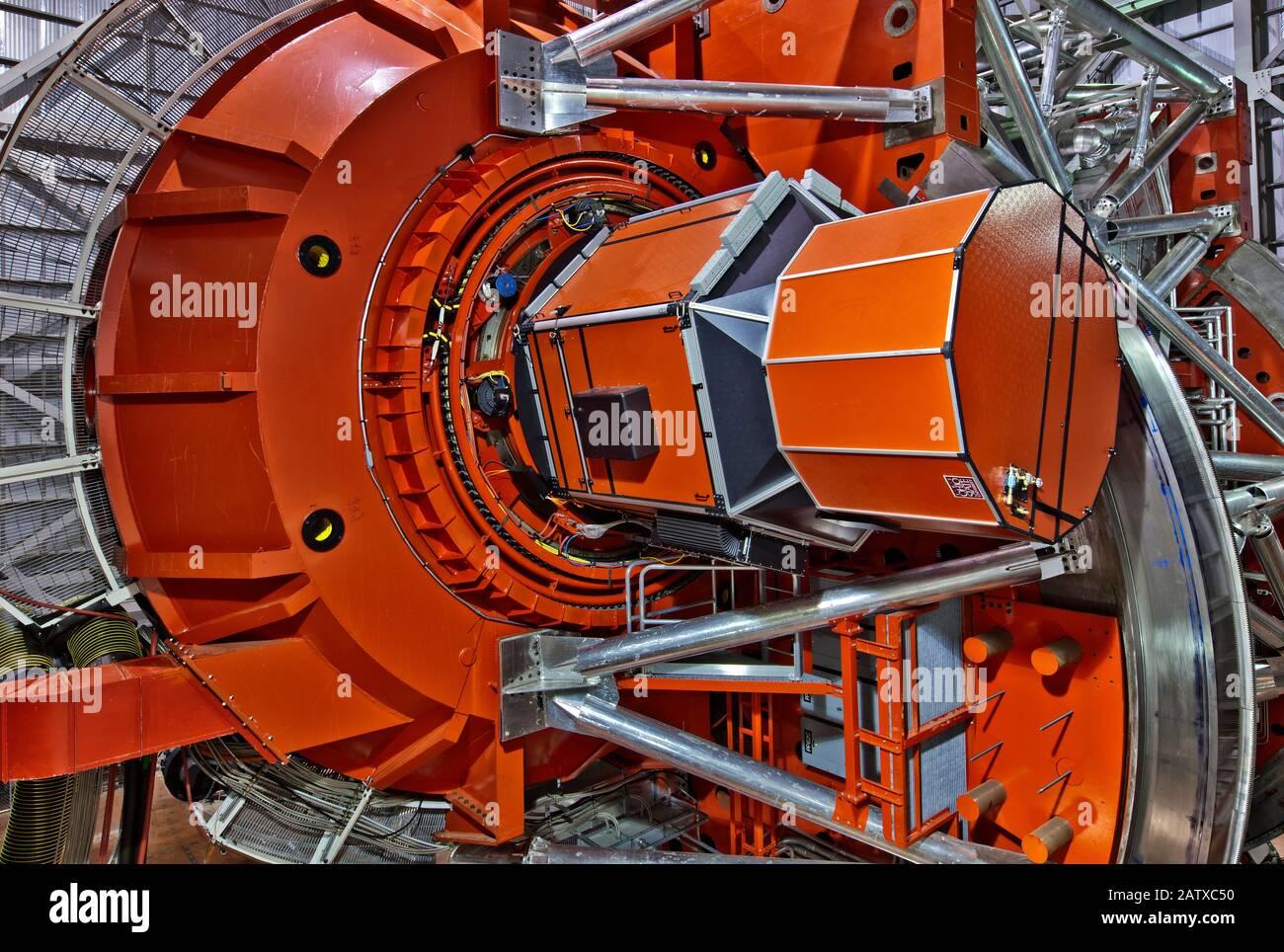 Large Binocular Telescope (LBT), uno de los telescopios ópticos más avanzados del mundo, con dos espejos de 8,4m (27 pies) de ancho, Mt. Graham. Foto de stock