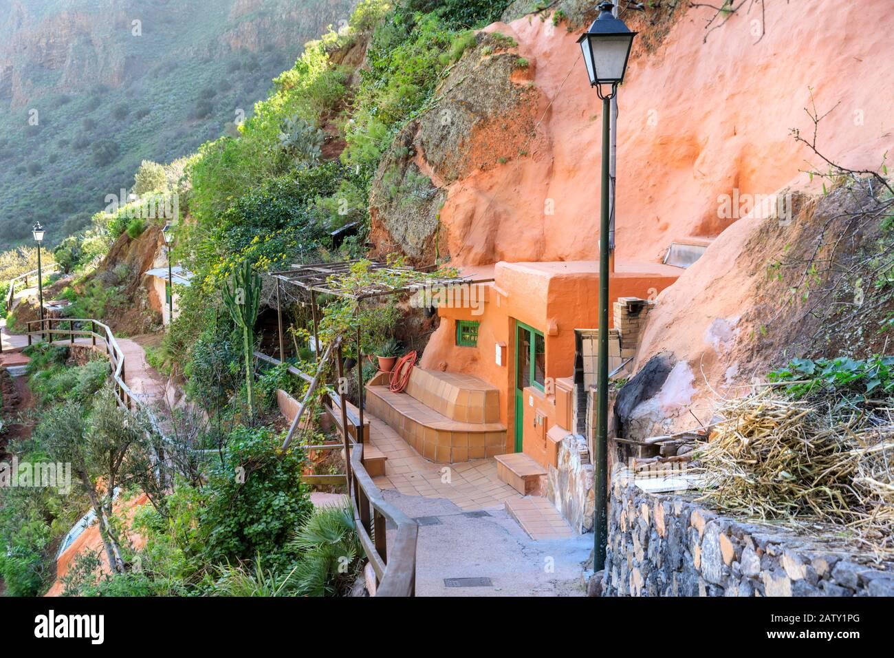 Casas cueva, casas construidas en cuevas en Cueva Bermeja, Guayadeque Gran Canaria, Islas Canarias Foto de stock