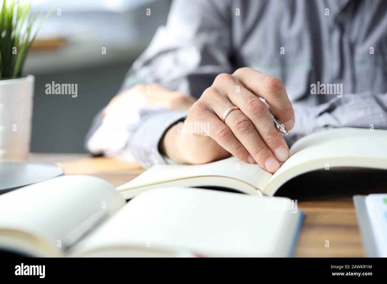 Investigación y preparación, ejecución de proyectos. Foto de stock