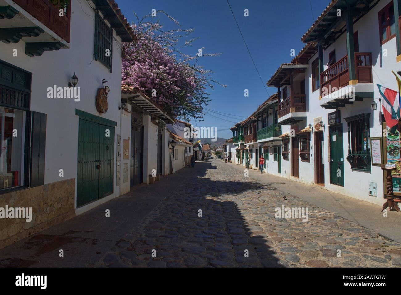 Calles empedradas en la encantadora Villa de Leyva, Boyacá, Colombia Foto de stock