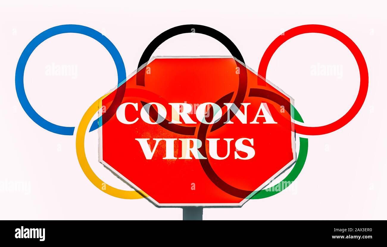 Anillos olímpicos con mensaje de coronavirus. Tokio acoge las Olimpiadas de Verano de 2020 como telón de fondo de una epidemia viral Foto de stock