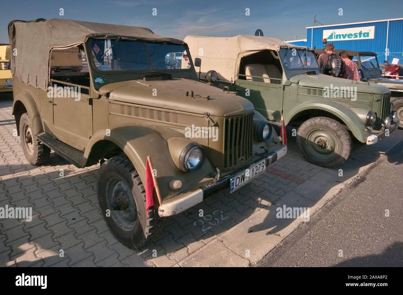 GAZ-69 de 1950, camiones ligeros soviéticos, Oldtimer Bazar feria en Wroclaw, Baja Silesia, Polonia Foto de stock