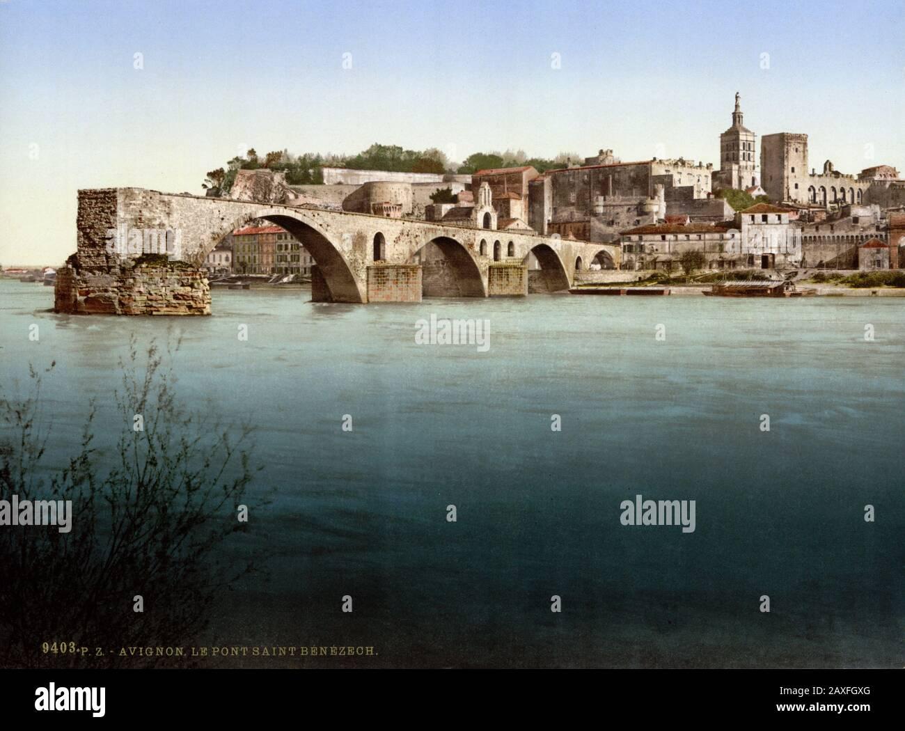 1890 CA , AVIGNON , Provenza-Alpes-Costa Azul , FRANCIA : Vista sobre el río Ródano al noreste con el Pont Saint Benezet o ' Pont d'Avignon ' . EL CASTILLO DE LOS PAPAS y LA CATEDRAL sobre el fondo ( Ensemble Episcopal ) . Desde la Isla de Barthalasse, (es decir, Ile de la Barthelasse ). Color Photochrom, Detroit Publishing Co. , ESTADOS UNIDOS - PALACIO PAPAL - FOTO STORICHE - FOTOS DE HISTORIA - STOCK - GEOGRAFIA - GEOGRAFÍA - ARQUITECTURA - ARQUITECTURA - ARQUITECTURA - VECCHIA EUROPA - VIEJA EUROPA - FRANCIA - PALAZZO DEI PAPI - PAPA - CATTEDRALE - CHIESA - IGLESIA - PROVENZA - PONTE - FIUME - RÍO - RODANO © A Foto de stock