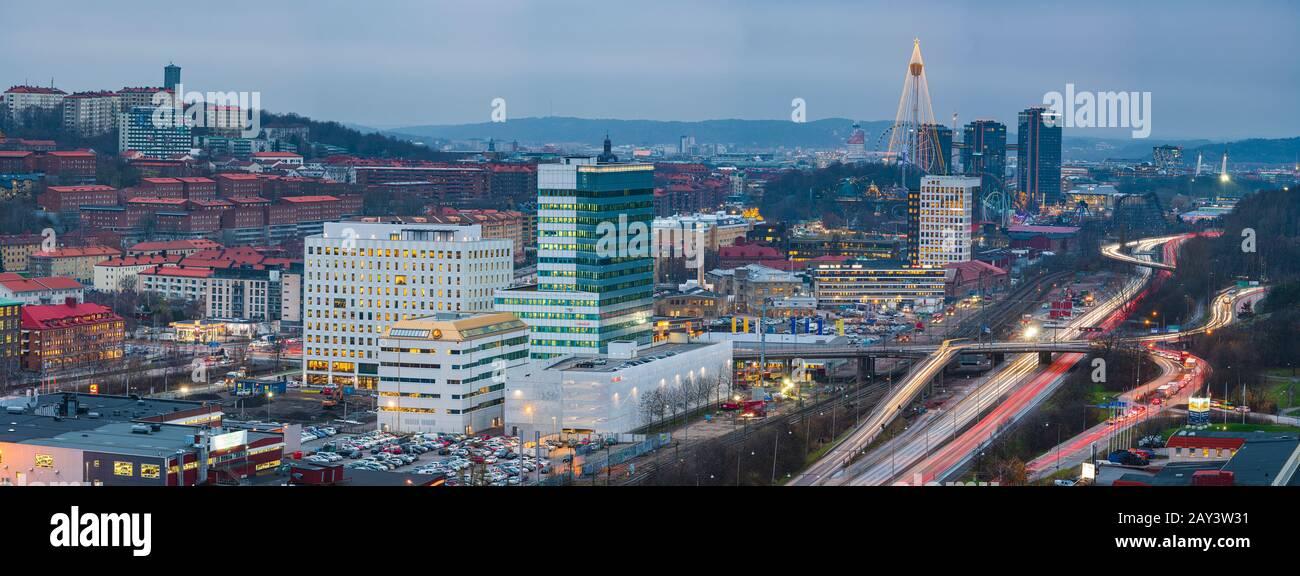 Vista del paisaje urbano iluminado Foto de stock