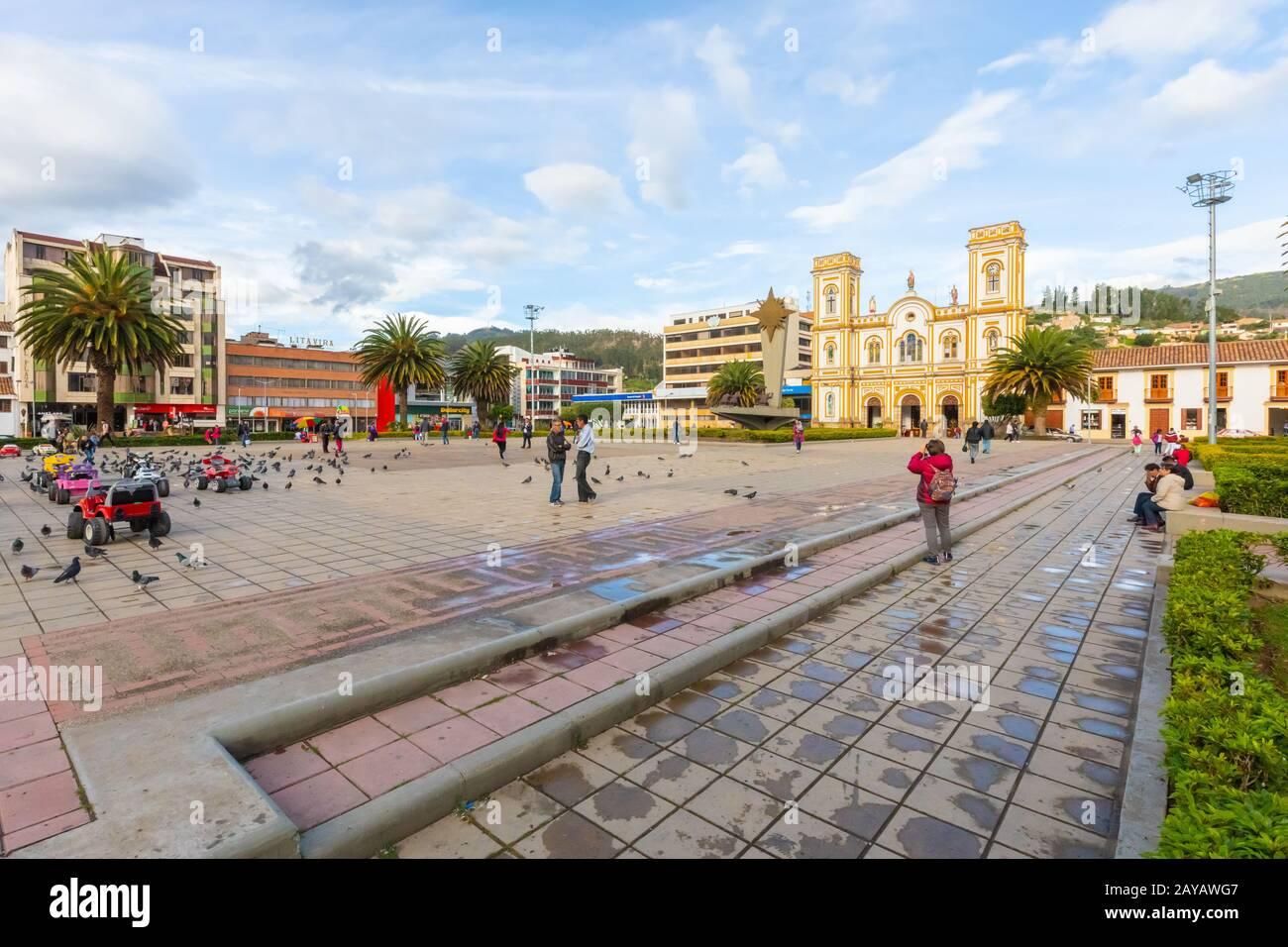 Colombia Plaza del parque Sogamoso de Villa y Catedral de San Martín de Tours Foto de stock