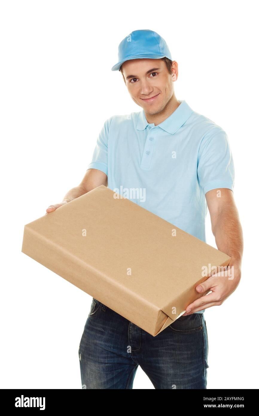 Ein Bote liefert ein Postpaket, MR: Sí Foto de stock