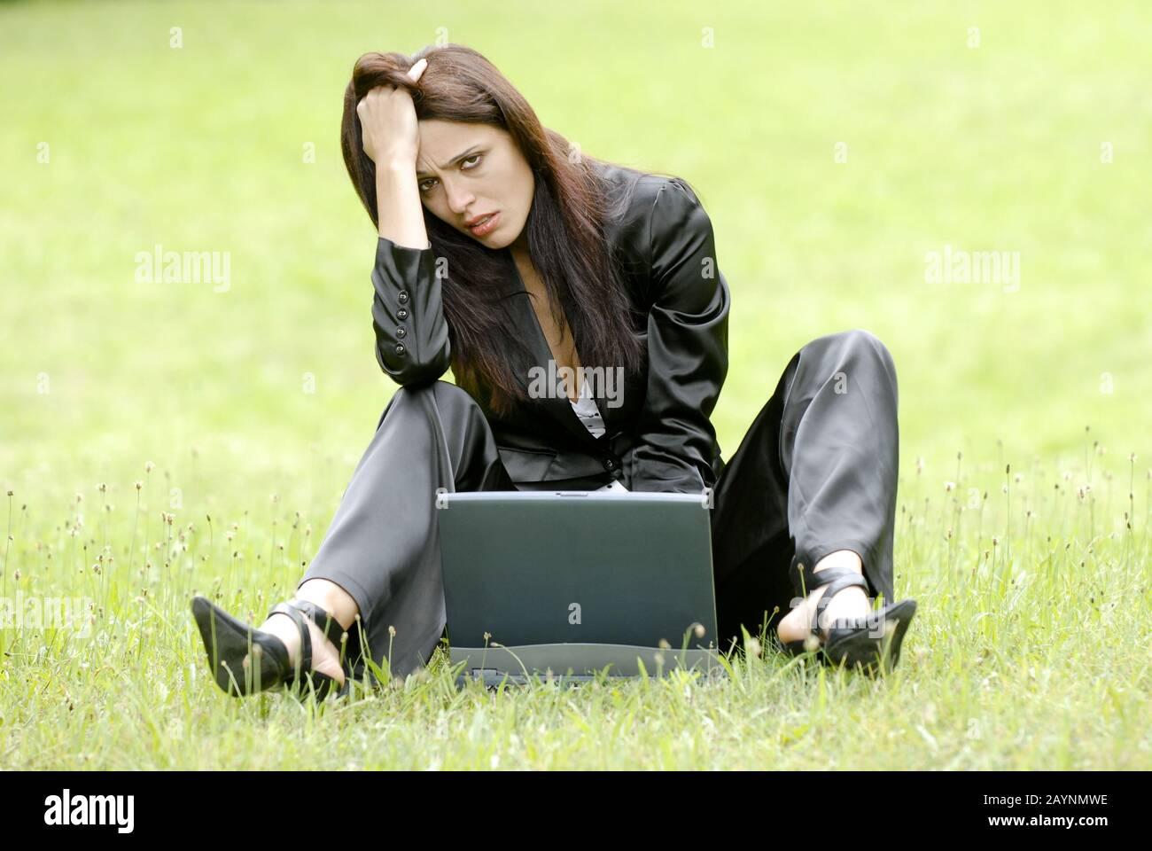 Junge Frau ist verzweifelt Foto de stock