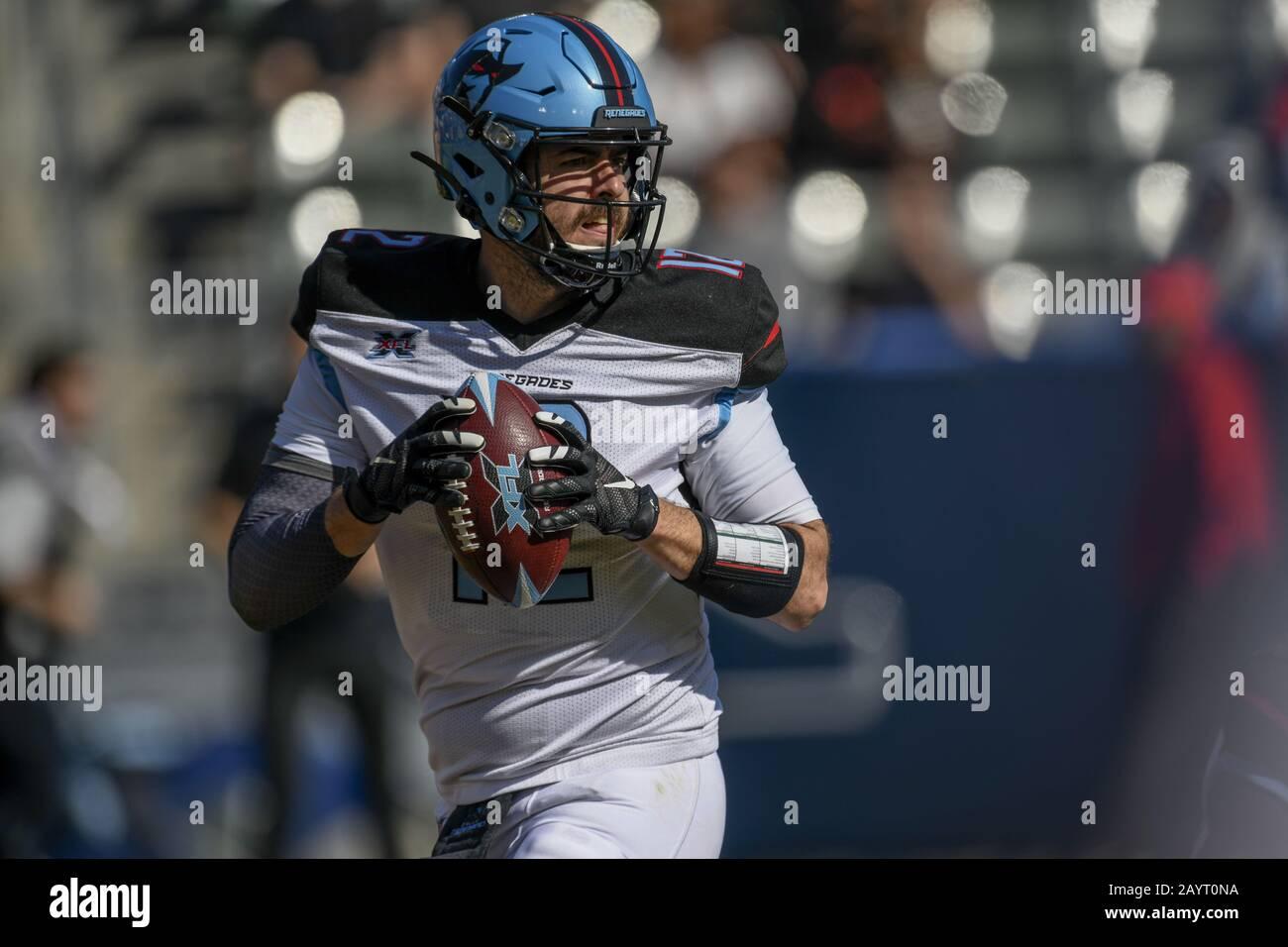 Carson, California, EE.UU. 16 de febrero de 2020. 12 Landry Jones retrocede durante el XFL Dallas Renegades vs. Los Angeles Wildcats juego el 16 de febrero de 2020. Crédito: Dalton Hamm/Zuma Wire/Alamy Live News Foto de stock