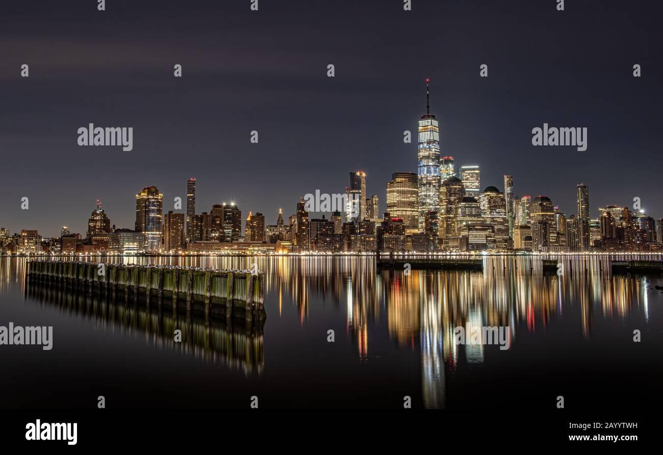 La Ciudad de Nueva York en la noche Foto de stock