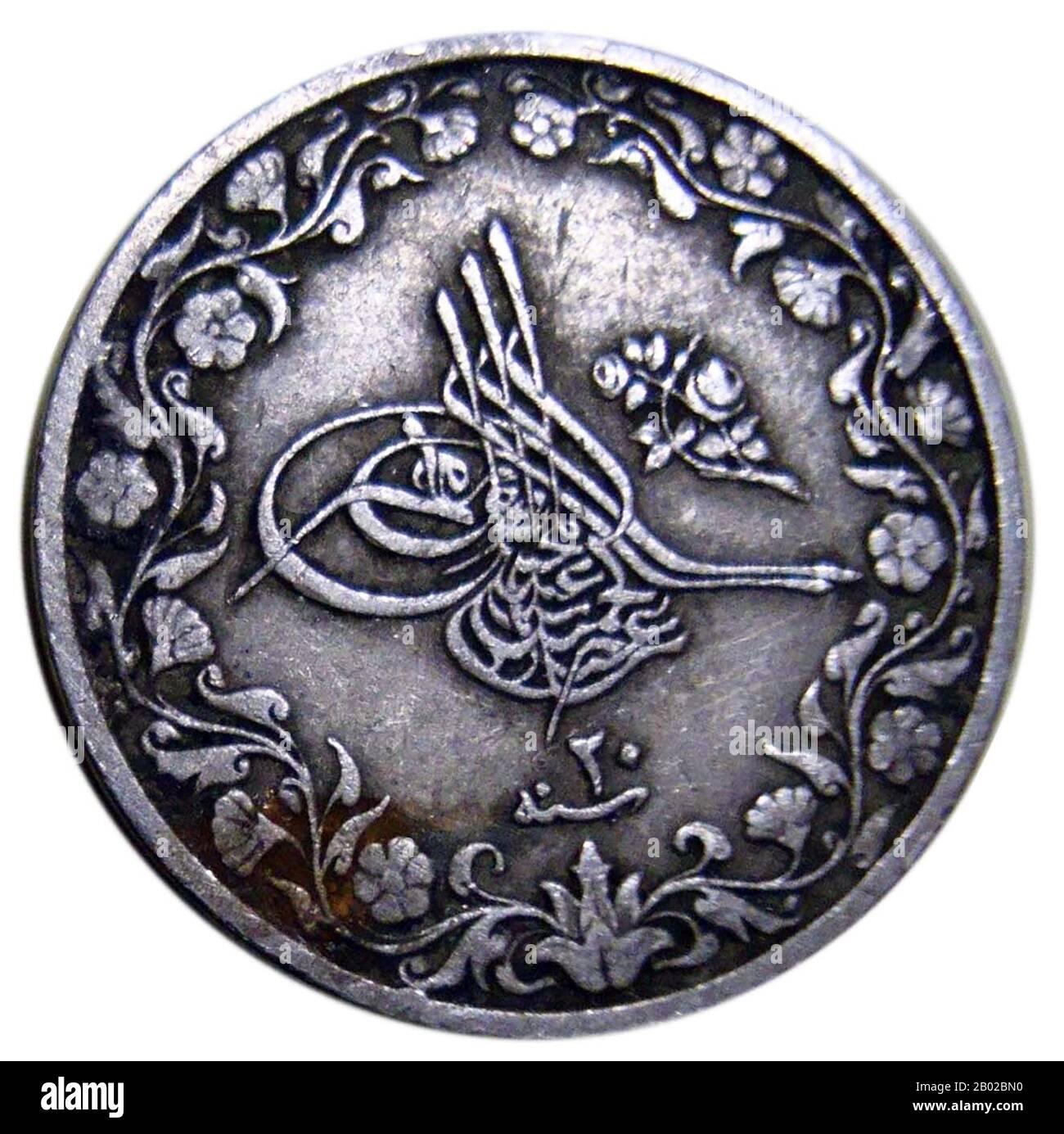Abdulhamid II (turco otomano: عبد الحميد ثانی 'Abdü'l-Ḥamīd-i sânî, turco: İkinci Abdülhamit) (22 de septiembre de 1842 – 10 de febrero de 1918) fue el 99 califa del Islam y el 34 sultán del Imperio Otomano. Fue el último sultán en ejercer un control efectivo sobre el Imperio Otomano. Supervisó un período de decadencia en el poder y la extensión del Imperio, que gobernó desde el 31 de agosto de 1876 hasta que fue depuesto el 27 de abril de 1909. Fue sucedido por Mehmed V. Su deposición después de la Revolución de los Turcos jóvenes fue aclamada por la mayoría de los ciudadanos otomanos, que acogieron con beneplácito el regreso al gobierno constitucional. Durante su te Foto de stock