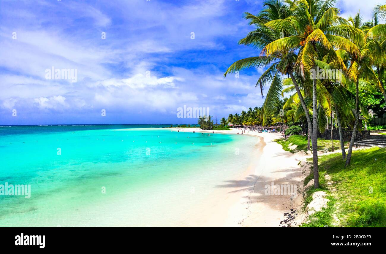 Perfecto paisaje de playa tropical - Isla Mauritius, Belle Mare Foto de stock