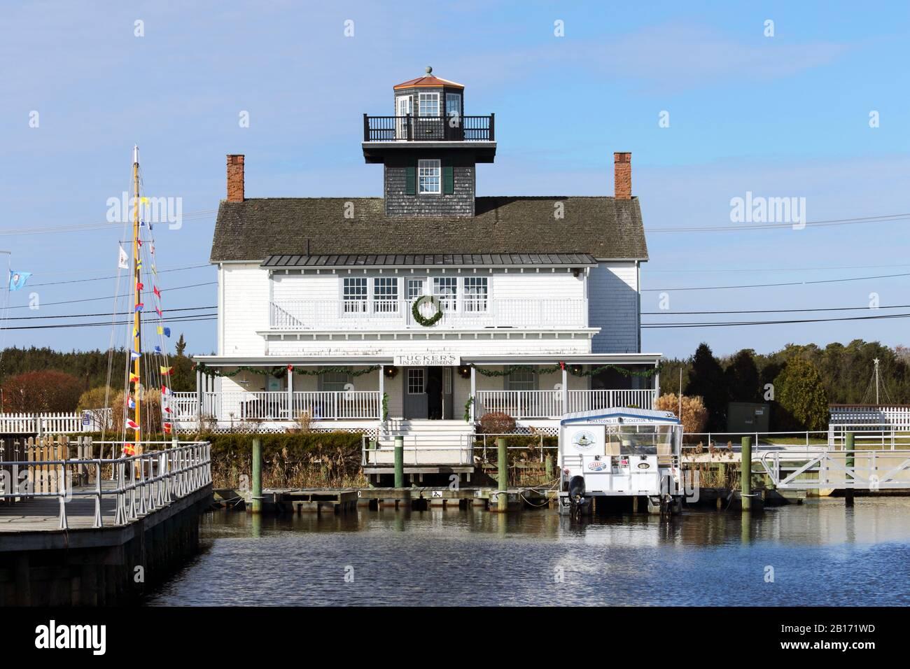 El puerto marítimo de Tuckerton y el Museo Baymen cuentan con una réplica del faro de Tucker Island que estaba cerca. Tuckerton, Nueva Jersey, Estados Unidos Foto de stock