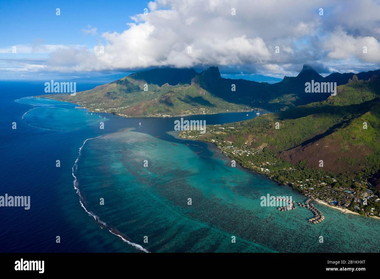 Vista Aérea De Cook'S Bay, Moorea, Polinesia Francesa Foto de stock