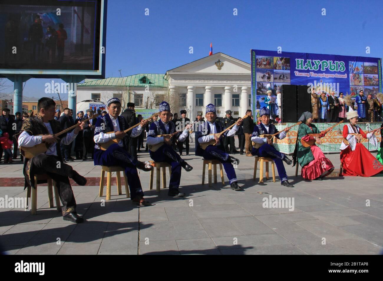 Festival de Nauryz en la provincia de Bayan Ulgii en Mongolia Occidental. Festival tradicional de nómadas kazakos Foto de stock