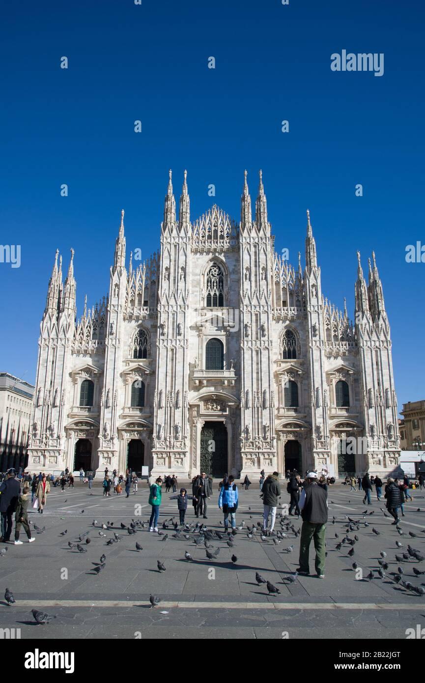 Milán Italia, 28 de febrero de 2020 : Plaza del Duomo sin turistas durante la infección por el virus de la Corona Foto de stock