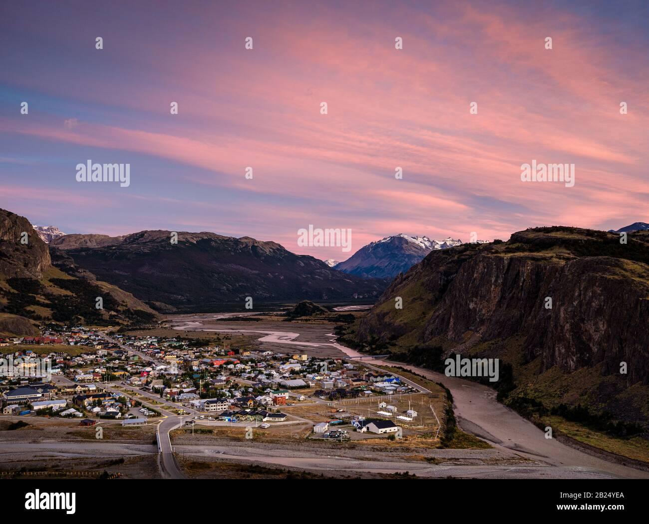PARQUE Nacional LOS GLACIARES, ARGENTINA - ALREDEDOR DE FEBRERO 2019: Vista panorámica de el Chalten en el Parque Nacional los Glaciares en Argentina. Foto de stock