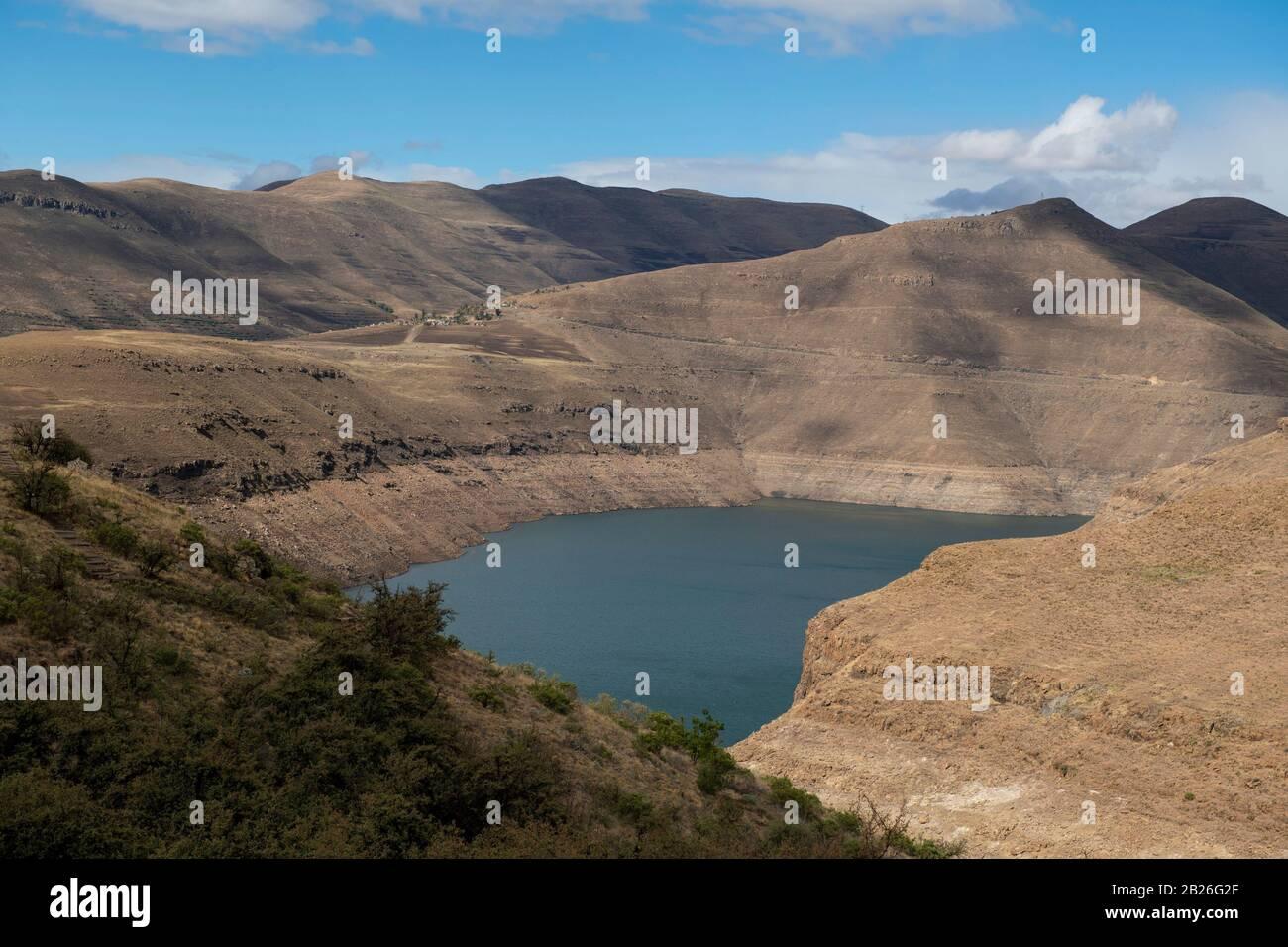 Katse Dam Visto Desde Los Jardines Botánicos De Katse, Lesotho Foto de stock