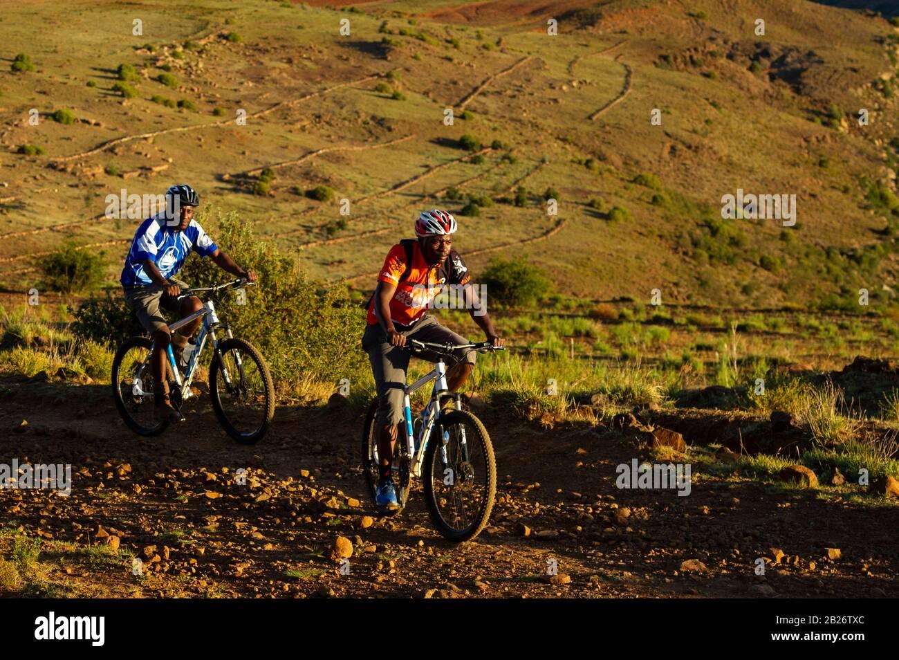 Ciclismo De Montaña, Malealea, Lesotho Foto de stock