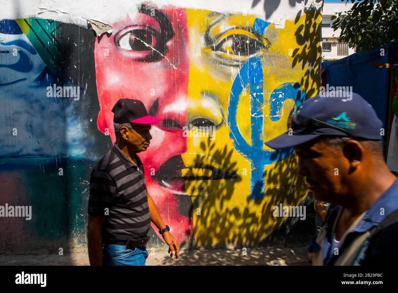 Colorido arte callejero en el Barrio Getsemaní, Cartagena, Colombia Foto de stock