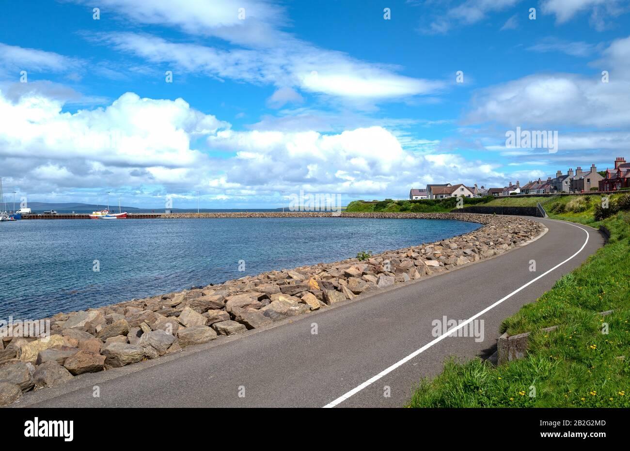 Kirkwall, Orkney, Scoland, en el paseo marítimo Foto de stock