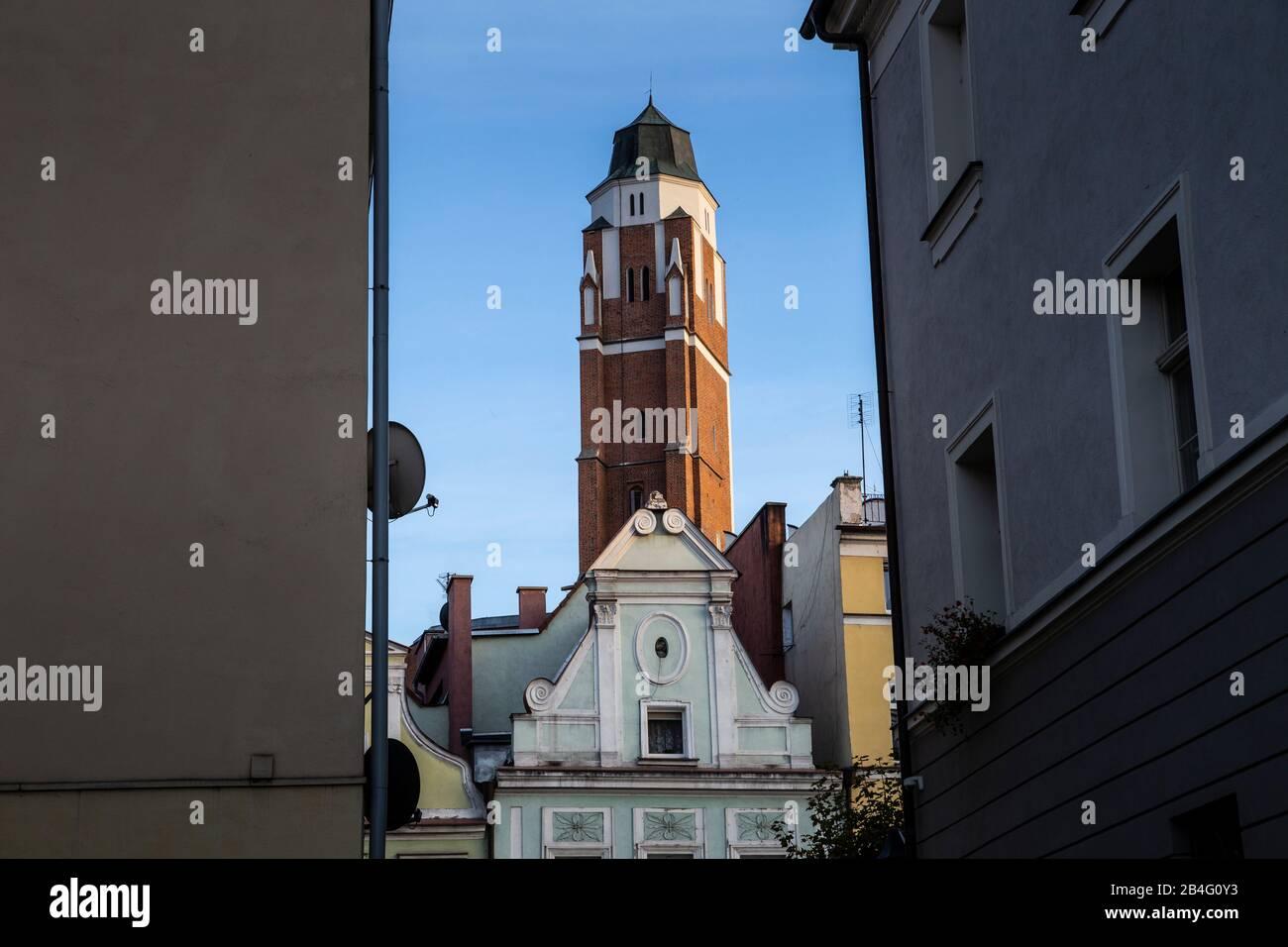 Europa, Polonia, el condado de Nysa, Opole Voivodeship, Paczkow / Patschkau, el ayuntamiento y el centro de la ciudad Foto de stock