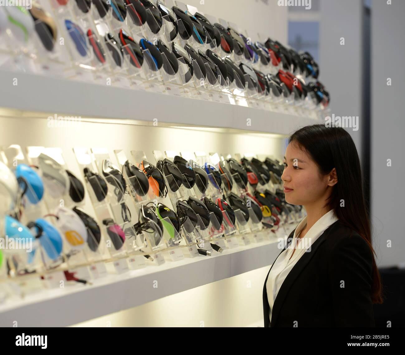 Shenzhen Wintop Electronics, Messestand, Cebit, Hannover, Niedersachsen, Deutschland Foto de stock