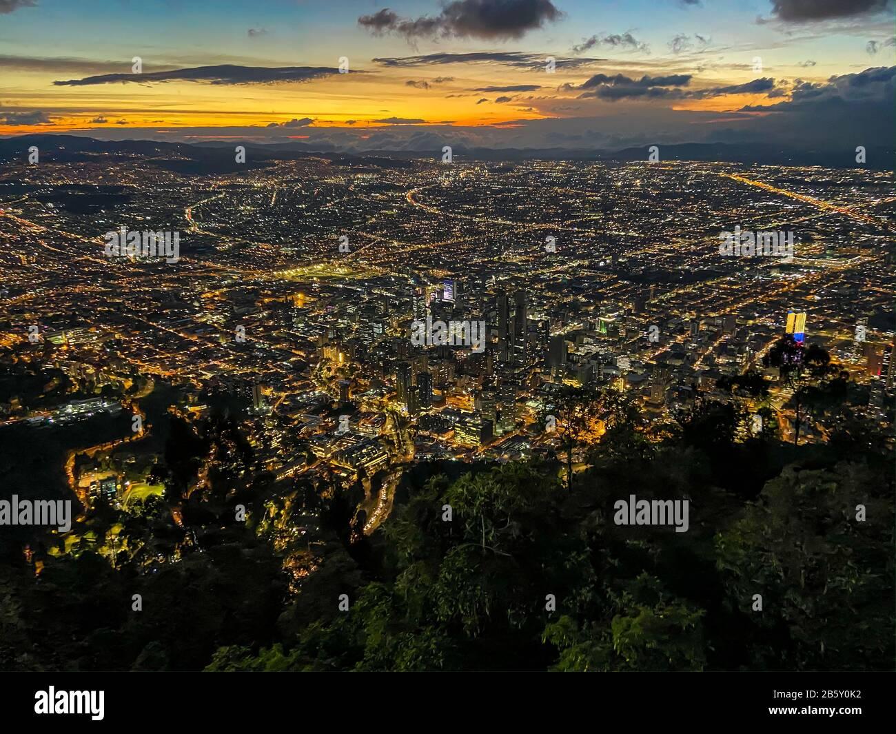 Vista de Montserrate en Bogotá, Colombia Foto de stock