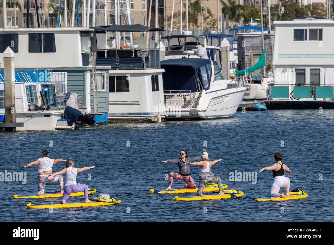 Clase De Yoga Flotante, Marina Del Rey Foto de stock