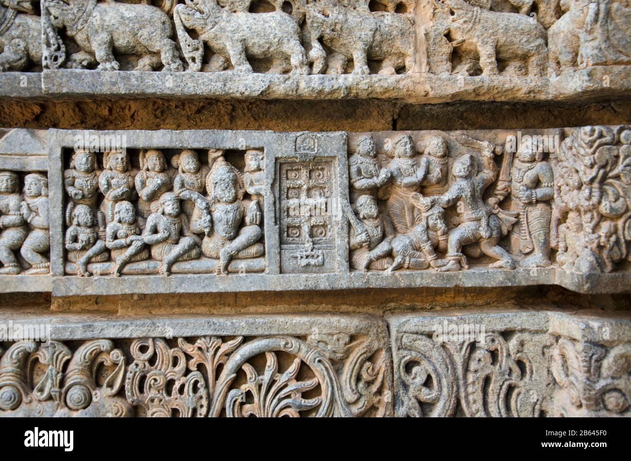 Ídolos tallados en el Templo de Chennakesava, es un templo hindú Vaishnava, Somanathapura, Karnataka, India Foto de stock