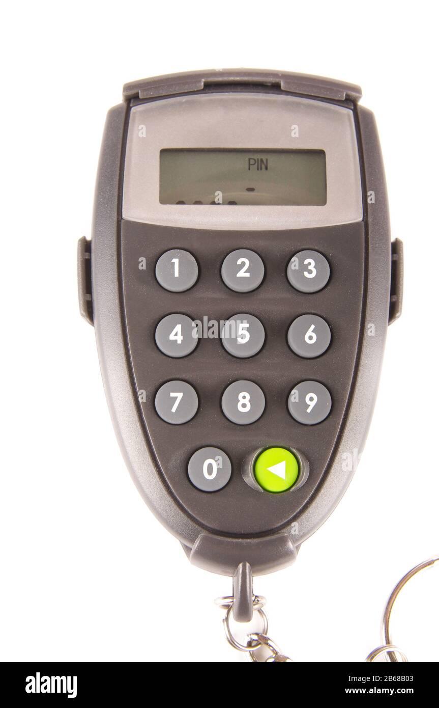 Generador digital de códigos PIN para un acceso seguro a bancos aislado sobre fondo blanco Foto de stock
