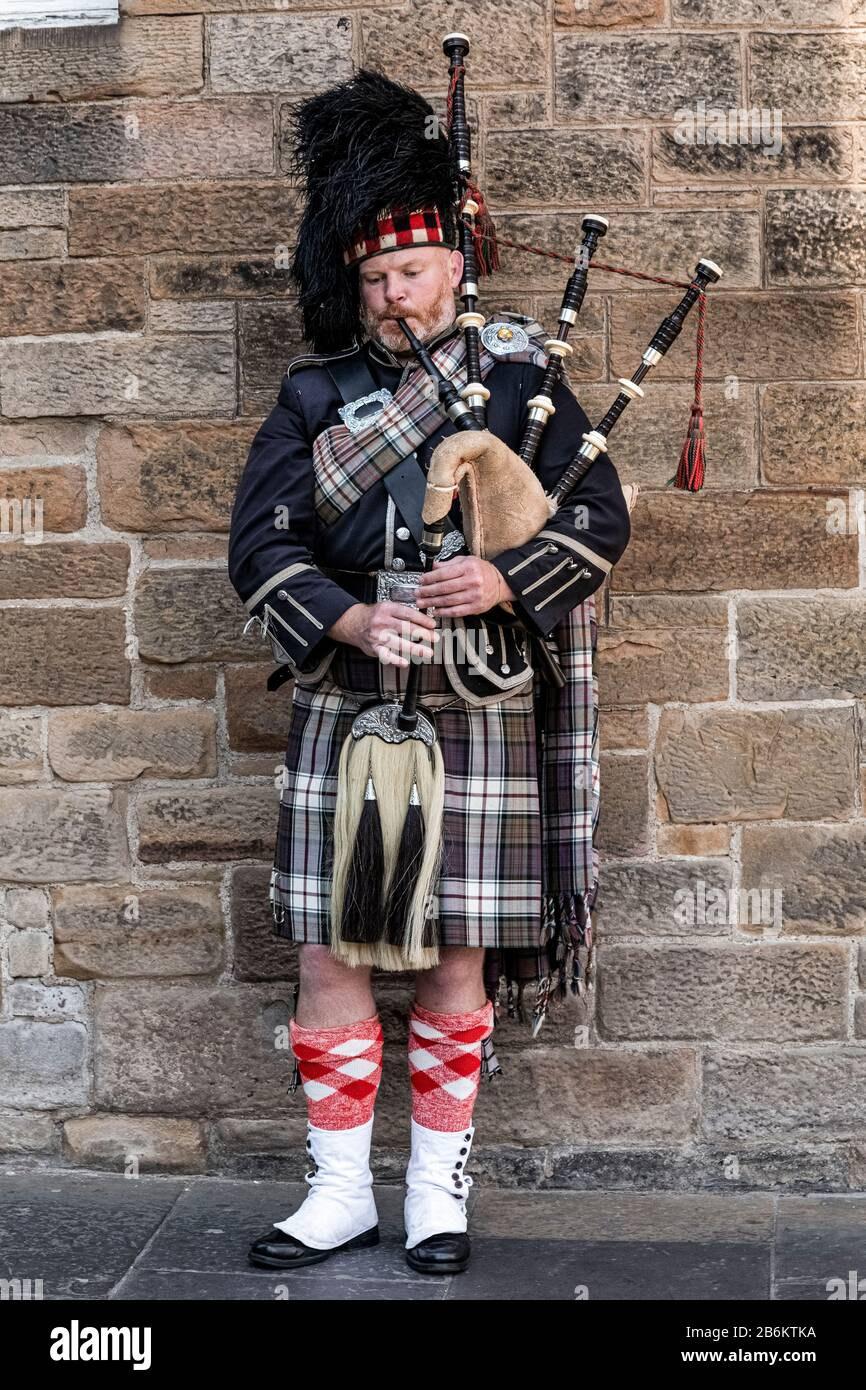 Reino Unido Escocia - Bagpiper En Edimburgo Foto de stock