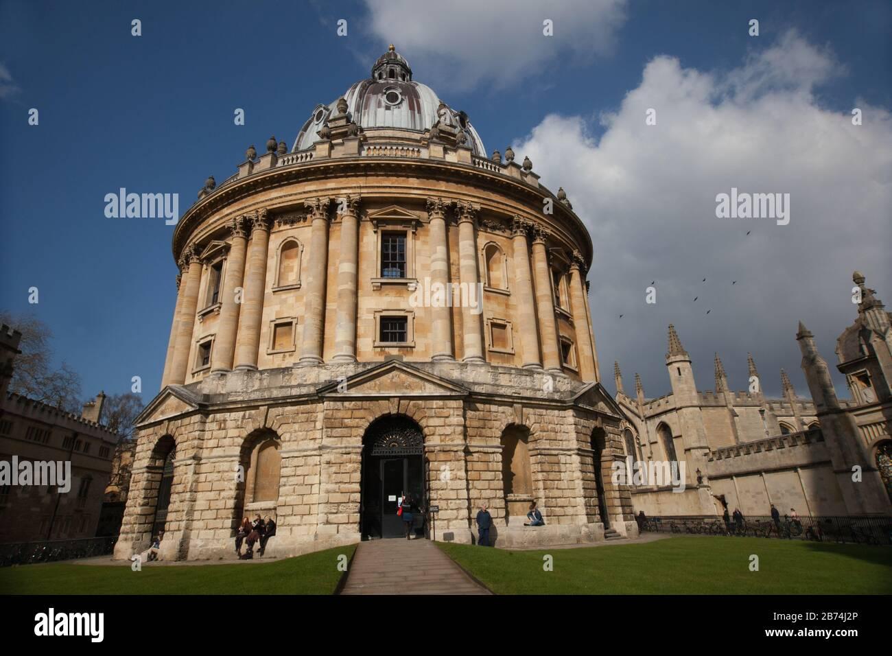 Oxford, Oxfordshire, Reino Unido 03 09 2020 Cámara Radcliffe y All Souls College en Oxford, Reino Unido Foto de stock
