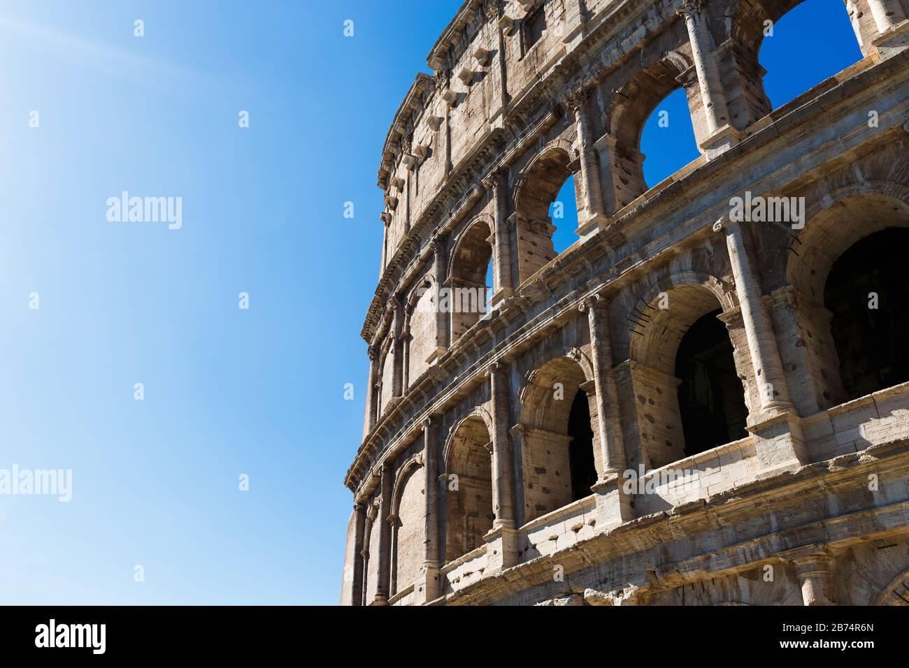 Vista del Coliseo por la tarde Foto de stock