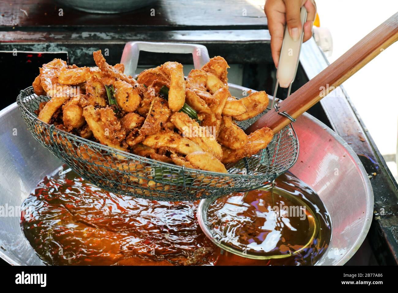 Chips De Plátano En Cacerola Comida Tailandesa Fotos