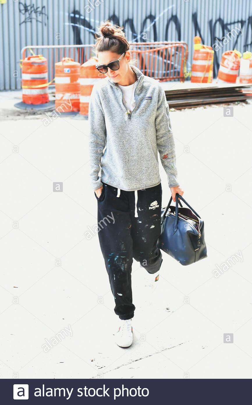 Nueva York Ny Exclusiva Katie Holmes Se Ve Muy Informal En Pantalones De Chandal