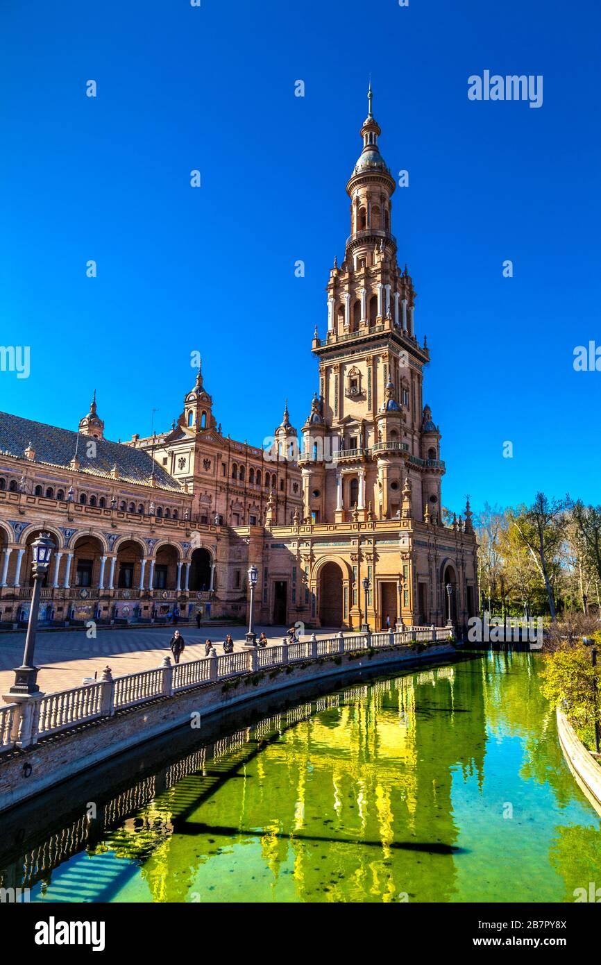 Pabellón de la Plaza de España en el Parque de María Luisa, Sevilla, Andalucía, España Foto de stock