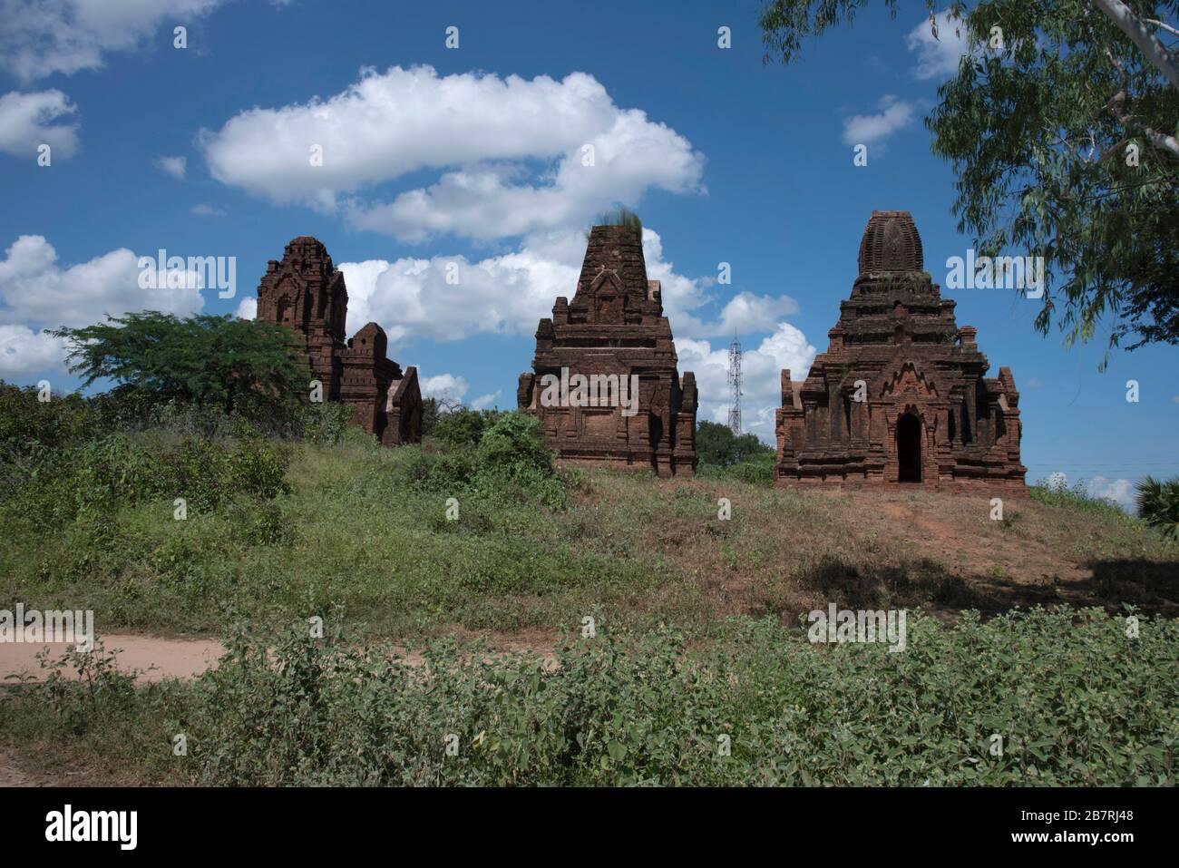 Myanmar: Bagan-Salay. Vista general de Paya Thon Zu. Situado en un pequeño montículo. Foto de stock