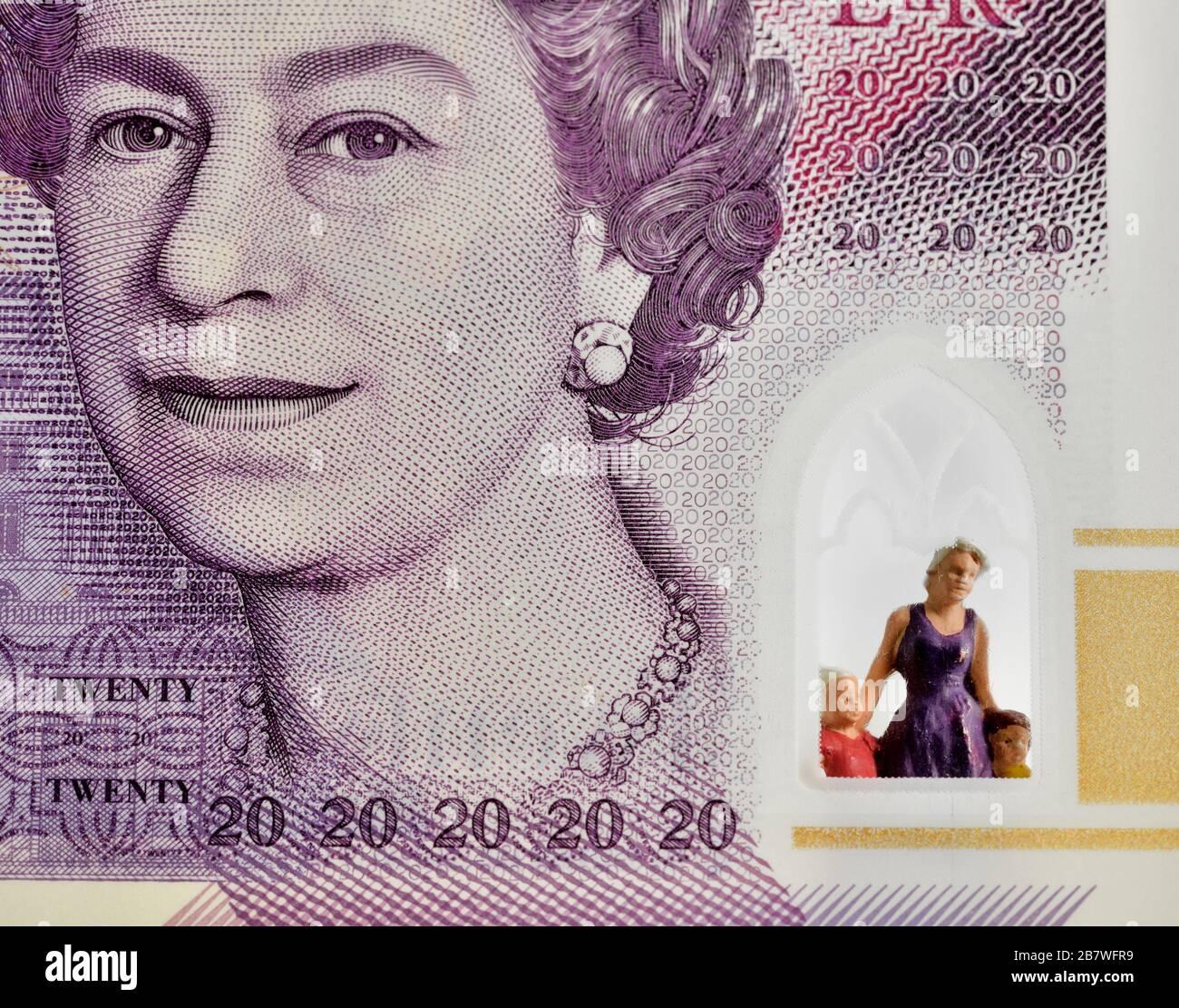 Distanciamiento social,aislamiento propio,aislamiento propio,dinero,trabajos, salarios,dinero, concepto,Reino Unido Foto de stock