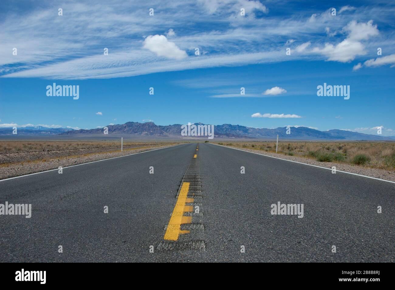 El camino abierto en el centro de California Foto de stock